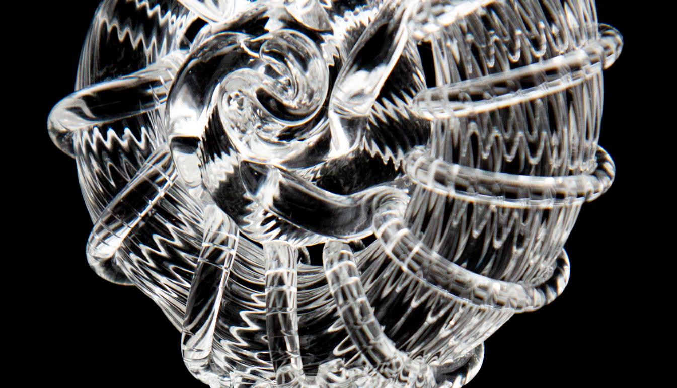 Zoom on Handblown glass nautilus sculpture