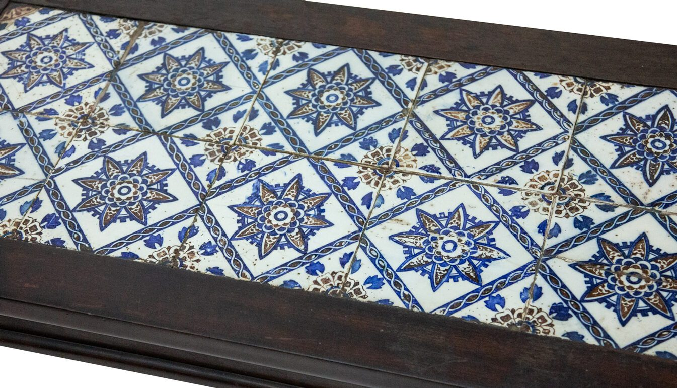 blue-and-white-tile-table